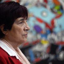 Carmen Hertz en picada contra Camila Flores: