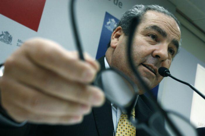 """Aumenta la presión sobre Castillo: Comisión de Salud lo """"veta"""" y el PS también exige su salida"""