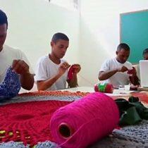 Los presos brasileños que tejen crochet entre rejas