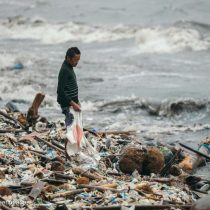 Impacto por tsunamis de plástico que azotan Filipinas