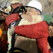 Sacó el papelito: Sebastián Piñera recuerda a los 33 mineros a 8 años de su accidente