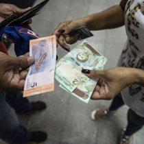 Venezolanos lidian con desconcertante plan económico de Maduro