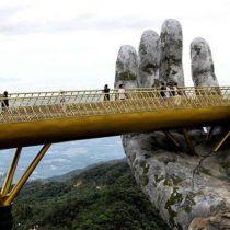 Vietnam: el espectacular puente que te permite pasear entre dos gigantescas