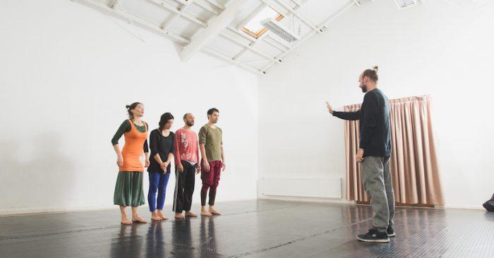 Clase magistral en danza contemporánea con performer Thomas Bentin en Black Dance Studio