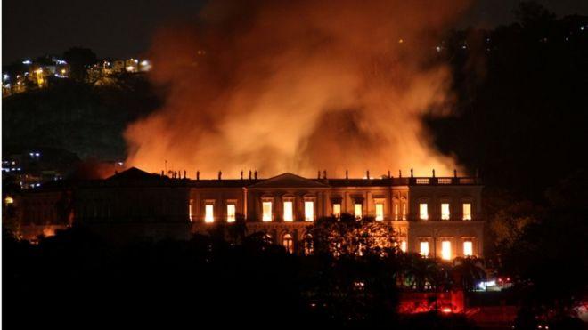 """Museo Nacional de Brasil: 5 objetos y colecciones """"invaluables"""" devorados por su voraz incendio"""