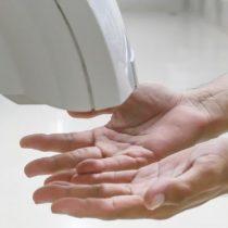 Toallas desechables vs. secadores de aire: ¿qué forma de secarse las manos es la más saludable?
