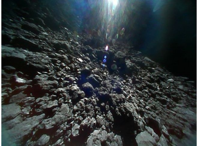 Las nuevas imágenes de Ryugu, el inusual asteroide al que llegó la sonda japonesa Hayabusa 2