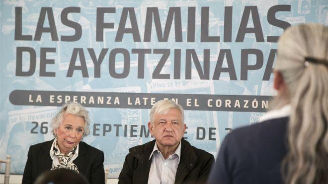 La ambigua relación de Andrés Manuel López Obrador - AMLO - con la desaparición de 43 estudiantes de Ayotzinapa