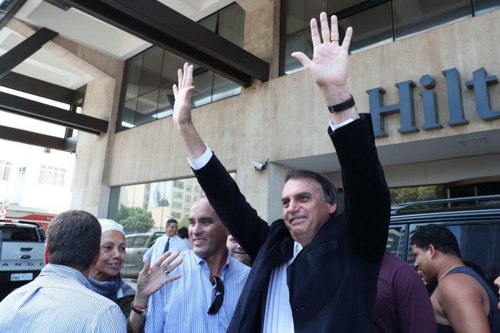 """The Economist advierte por la """"tentación pinochetista"""" de Bolsonaro y lo define como una"""