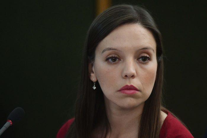 """Diputados PS rechazan """"fanatismo"""" de Camila Flores por defender legado de Pinochet"""