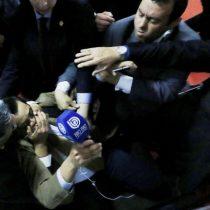 Así fue la condenable agresión de la escolta del pastor evangélico Eduardo Durán a los periodistas tras el Te Deum