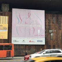 Afiche gigante para prevenir el Cáncer de Mama en el GAM