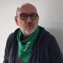 Luis Gnecco se pone el pañuelo verde en el día global por aborto libre, legal, seguro y gratuito