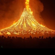 Burning Man: el festival en el desierto que pasó del secretismo de la contracultura a la era de Instagram
