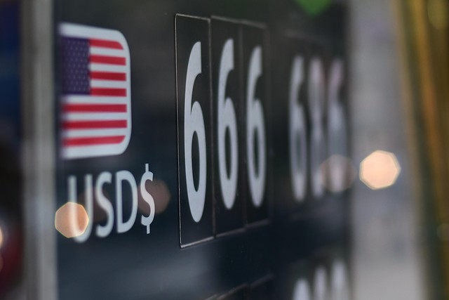 ¿Quién frena el avance del dólar?