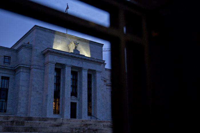 La Fed deja sin cambios la tasa de interés y analistas prevén alza en diciembre