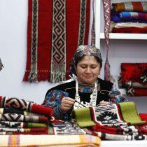 Mujeres indígenas se toman la Plaza de la Constitución con sus emprendimientos