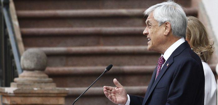 Piñera recibe duras críticas por su giro a la derecha y su contextualización del golpe militar