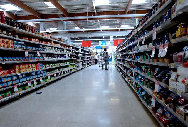 Gobierno anuncia querella contra contagiados de Covid-19 sorprendidos en supermercado de Ñuñoa