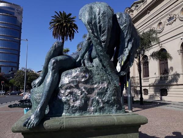 La culpa no fue de la Fórmula E: Escultura renovada del Museo de Bellas Artes fue vandalizada a 24 horas de su reposición
