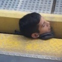 Rescatan a joven que quedó atrapado entre un tren y el andén tras quedar su cabeza atascada