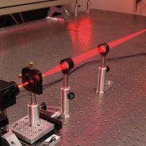 Ashkin, Moureau y Strickland, Nobel para tres innovadores en el uso del láser como herramienta