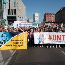 Miles de personas se manifiestan en Berlín contra el racismo