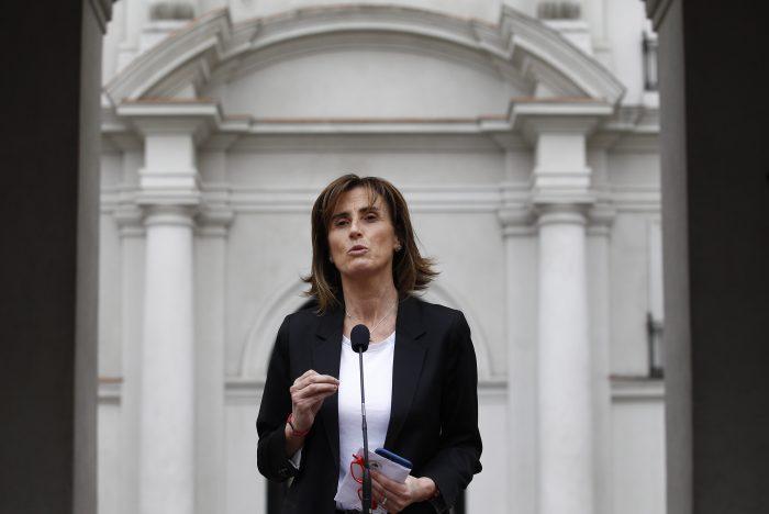 Ministra Cubillos apoya carta de Alessandri a padres de estudiante: