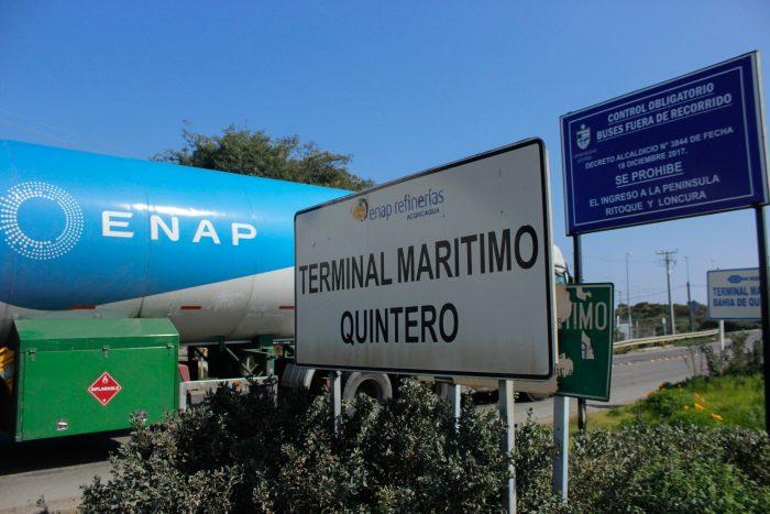 Municipalidades de Quintero y Puchuncaví solicitan a la justicia paralizar operaciones en Enap