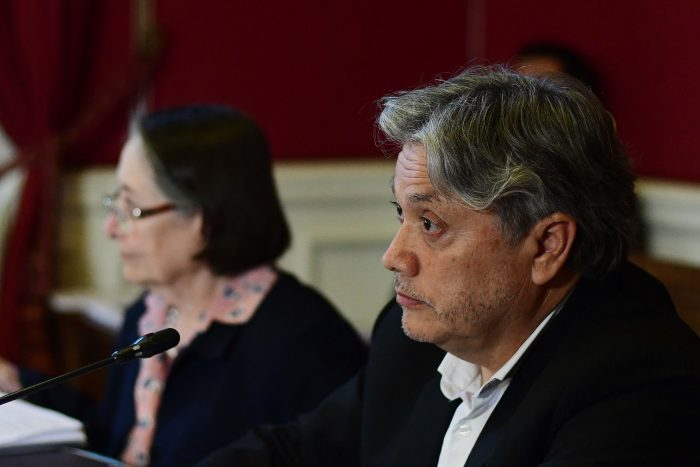 "Senador Navarro anuncia ""Ley Bolsonaro"" para destituir a candidatos que difundan noticias falsas"