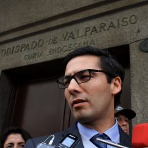 """Fiscal Pérez denuncia que Obispado de Valparaíso ocultó documentos """"bajo una manta"""" durante allanamiento"""