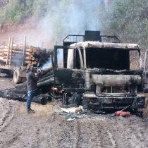 Ataque en La Araucanía: 4 camiones fueron quemados y un hombre resultó herido