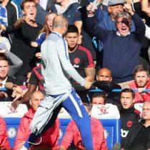 La pelea entre José Mourinho y trabajador del Chelsea tras empate al último minuto que condenó al Manchester United