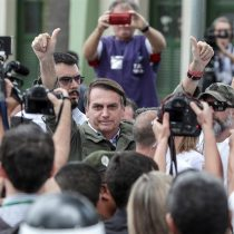 Bolsonaro vota resguardado por el Ejército de Brasil