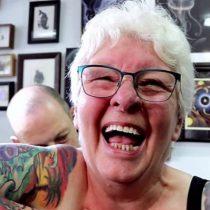 Glenys Coope, la mujer de 77 años que decidió cubrirse de tatuajes