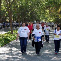 Miles de personas asistieron a la primera caminata para adultos mayores