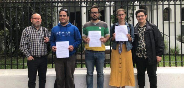 Fundación Iguales y Movilh protestaron en la UDI por la cita Van Rysselberghe-Bolsonaro