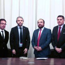 """DC aplica las """"cuerdas separadas"""" con La Moneda: mantiene veto al subsecretario Castillo pero negocia agenda legislativa con Blumel"""
