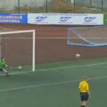 """A lo Shaolin Soccer: Ruso y su """"penal acrobático"""" maravilla al mundo del fútbol"""