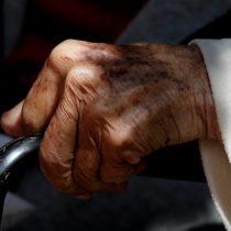 De los más de 4 mil adultos mayores residentes en hogares, 801 han dado positivo al examen de COVID-19