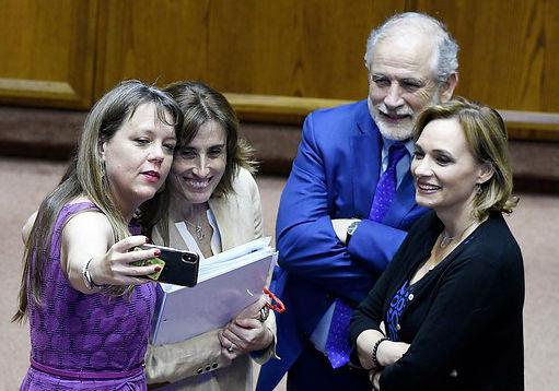 Ahora todos contentos con Aula Segura: Senado despacha el proyecto en maratónica jornada