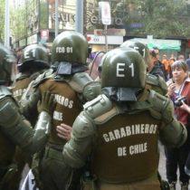 """Disturbios en el centro de Santiago por marcha en contra del proyecto """"Aula Segura"""""""