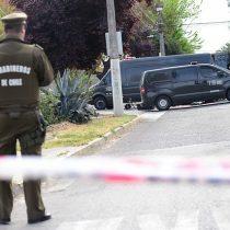 Enigma policial: Macabro hallazgo de cadáver colgado en un árbol en Maipú
