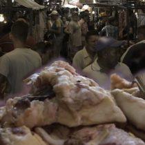 El mercado en Venezuela donde la familias compran carne podrida para subsistir