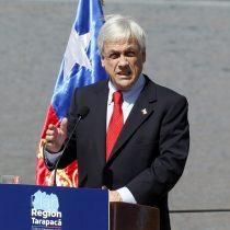 Lanzan piedra a la van donde se trasladaba el Presidente Piñera en Iquique