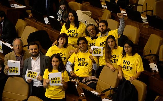 """Parlamentarios del Frente Amplio emplazan a la oposición a mantenerse """"consecuente"""" ante la reforma previsional de Piñera"""