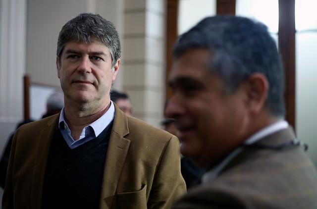 """Víctimas de Karadima acusan nueva """"maniobra dilatoria"""" de la iglesia para esquivar demanda civil"""