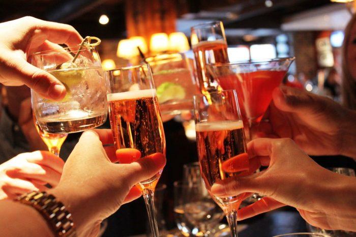Toxicólogo advierte sobre riesgos de mezclar alcohol con medicamentos para la alergia