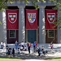 La cuna de economistas top sigue en el ojo del huracán: polémica por criterios de admisión en Harvard