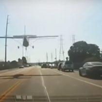 Autopista del sur de California se convirtió en una pista de aterrizaje improvisada